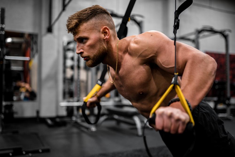 上半身を鍛え上げる部位別筋トレメニュー!初心者から上級者までおすすめのトレーニング