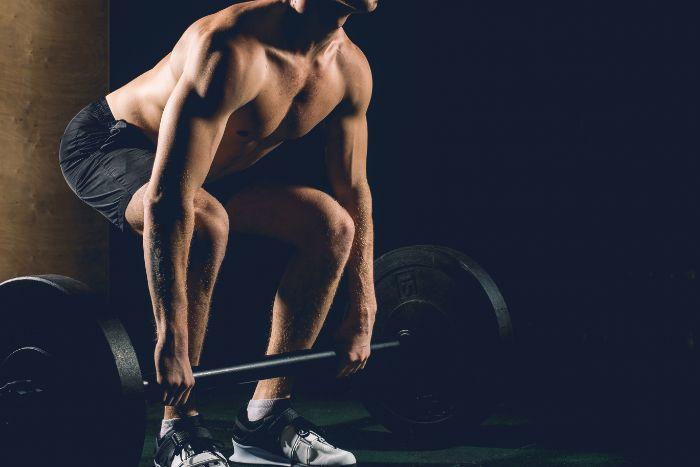 デッドリフトの筋トレ効果は?腰痛を防ぐ正しいフォームとやり方