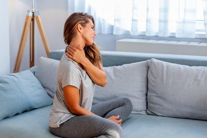 肩こり・首こりが起きる原因は筋肉の緊張!