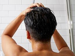 髪全体にもみ込むように