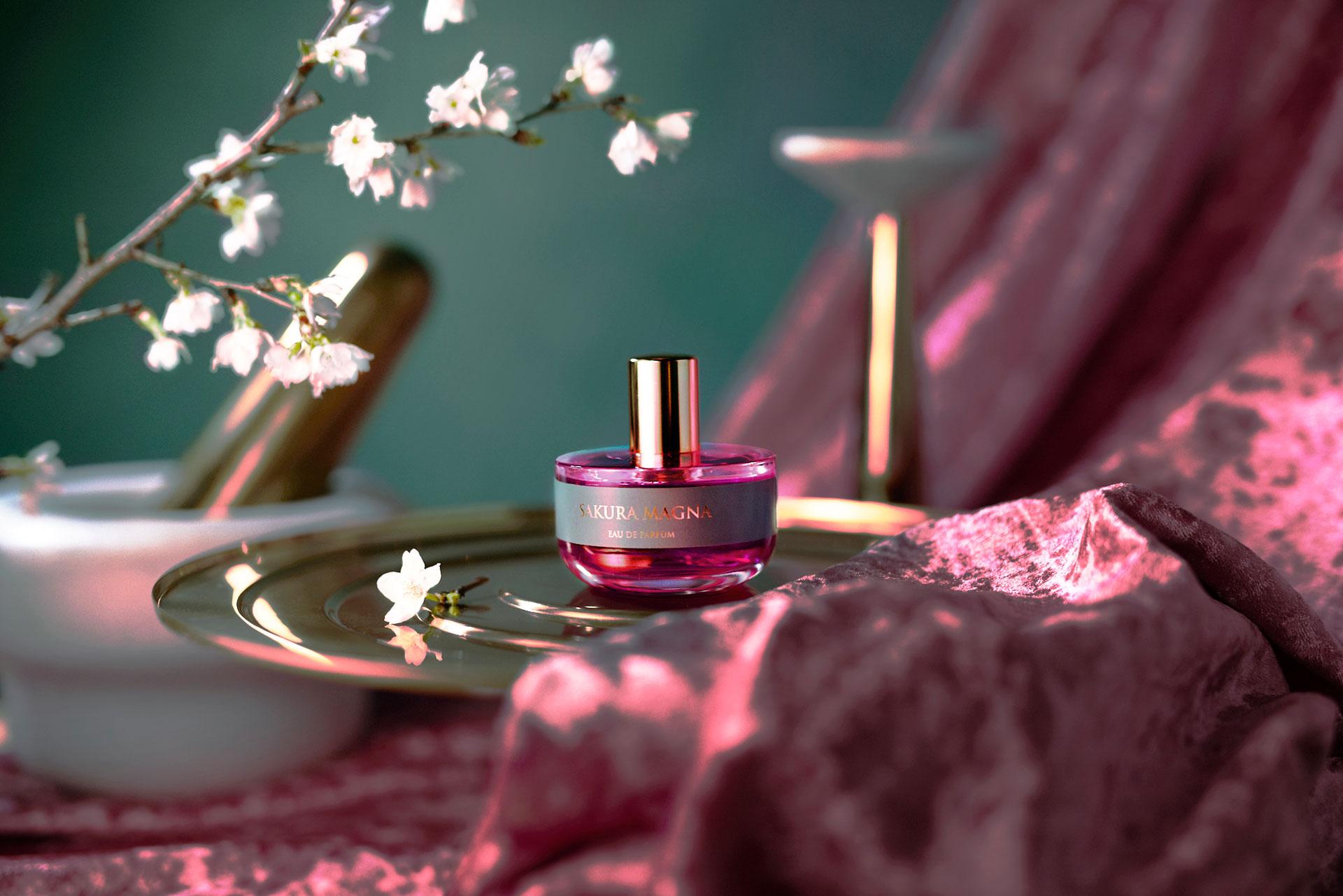満開の桜香水サクラマグナ_ボトルイメージ