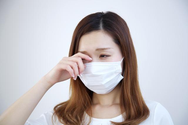 花粉症の人必見! 花粉トラブルを防ぐカラコンの使い方・選び方