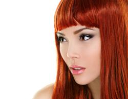 髪色に合わせた浮かないカラコンの選び方