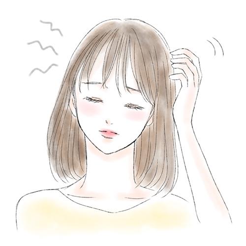 髪のフケ・かゆみが気になる女性