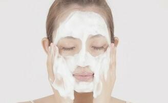 クレンジングと洗顔の違い、美肌を育むダブル洗顔不要のススメ