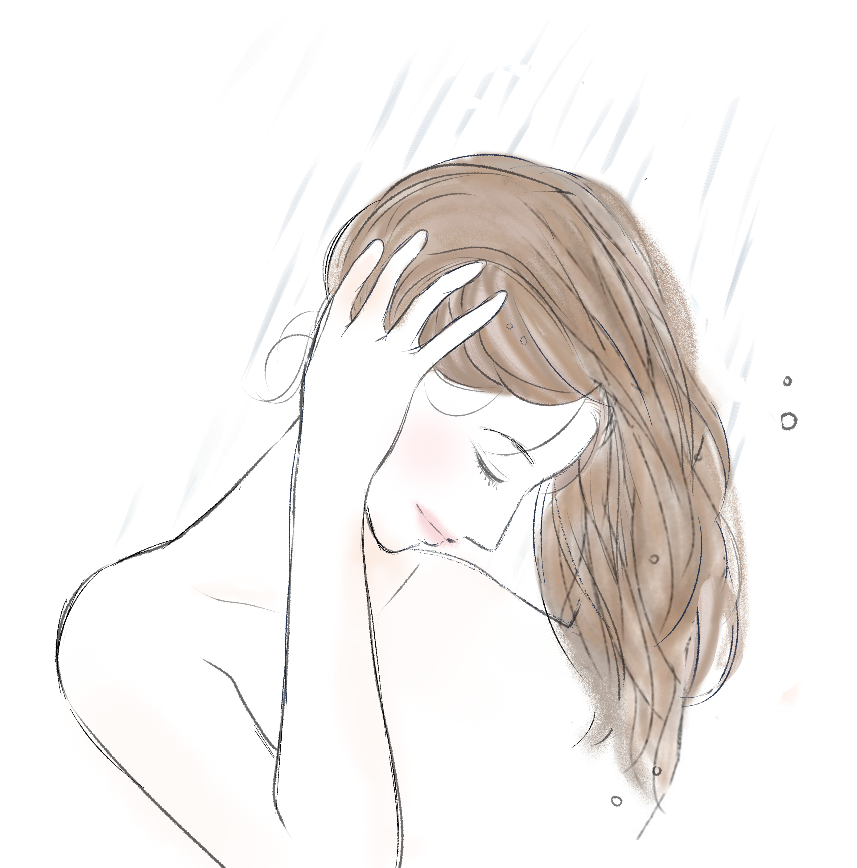 シャンプーが残らないように髪をしっかりとすすぐ女性