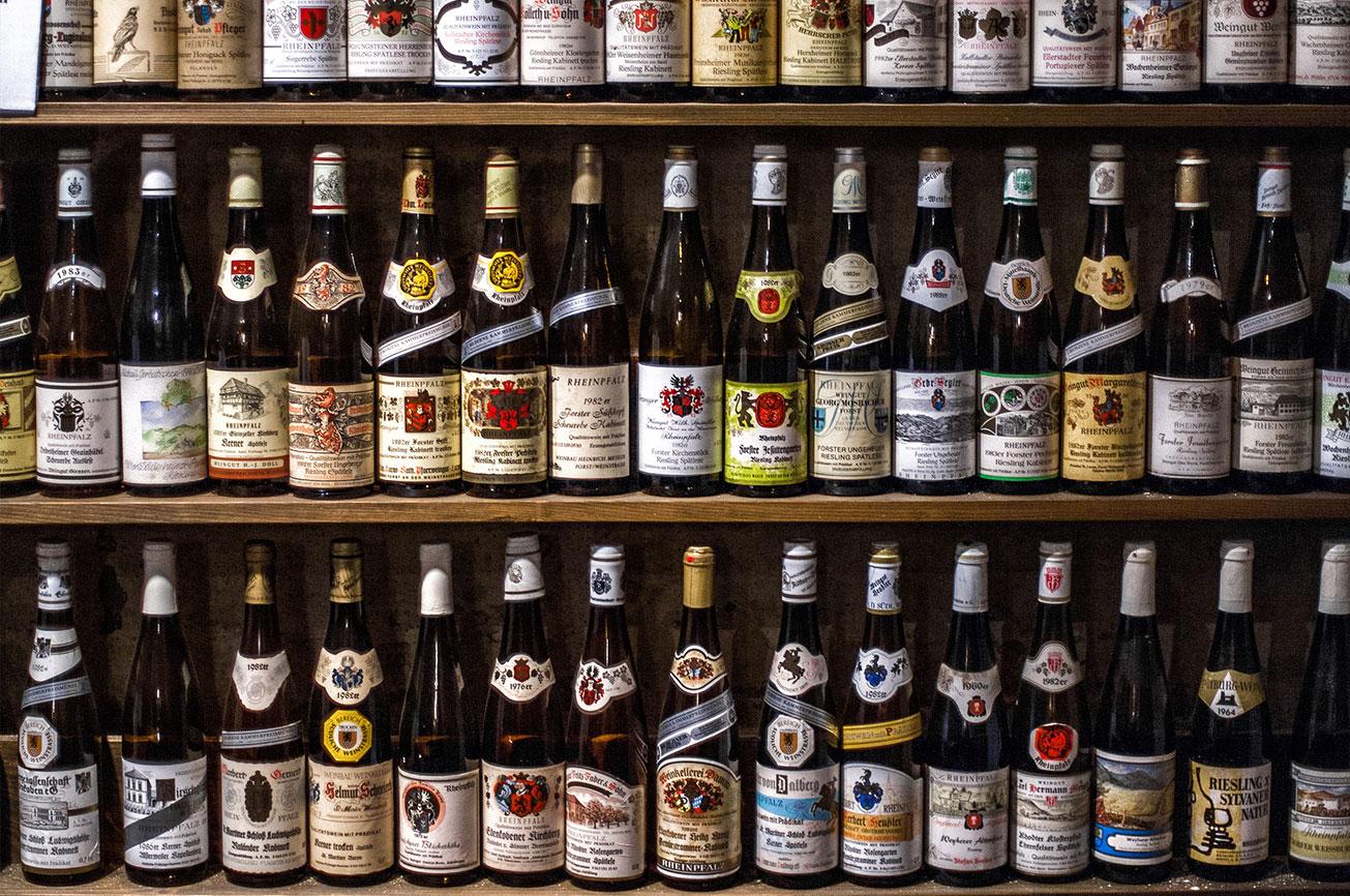 甘口ワインだけではなく、白、赤、泡まで幅広くお届け